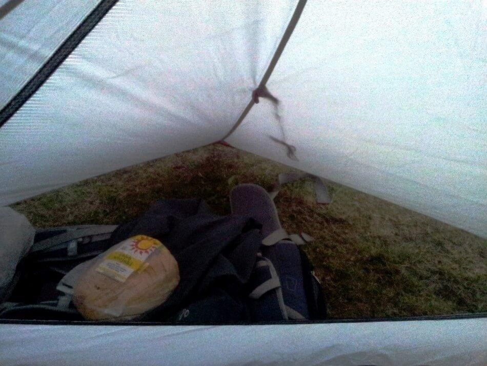 Duży przedsionek w namiocie