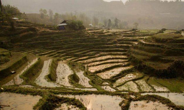 Sapa – noc wśród tarasów ryżowych pełnych błota